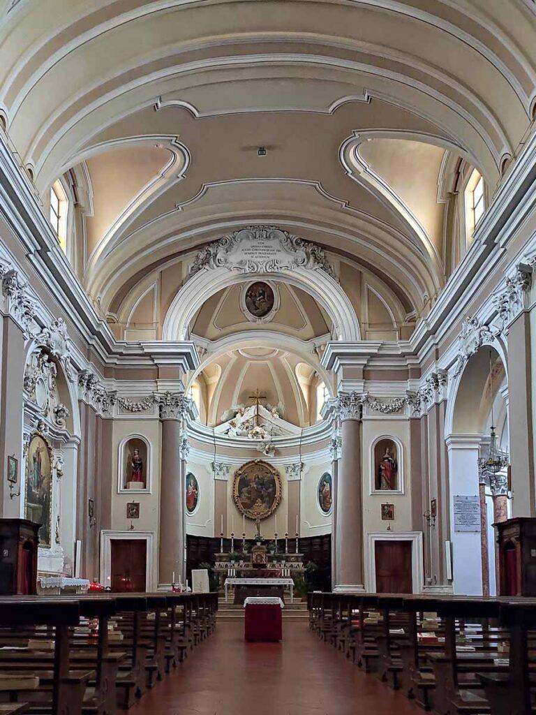 interni della chiesa santa giustina di Mondolfo