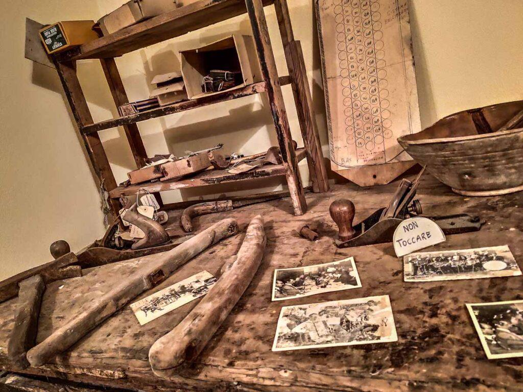 Artigiani produttori di fisarmoniche, esposizione nel Museo di Mondolfo