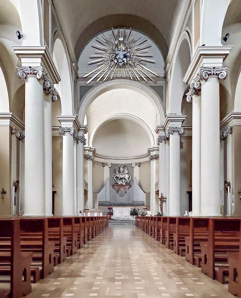 Interno chiesa di San Giorgio a Porto San Giorgio