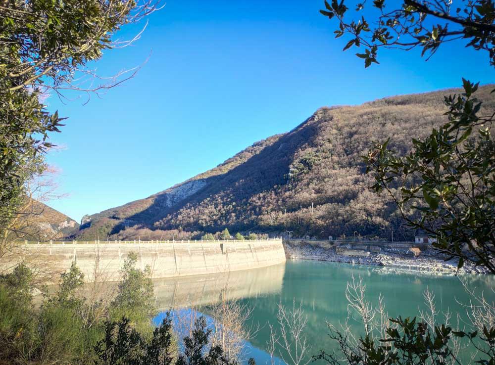 lago di fiastra zona diga