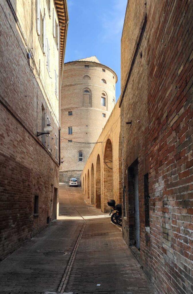 esterno rampa elicoidale, Urbino