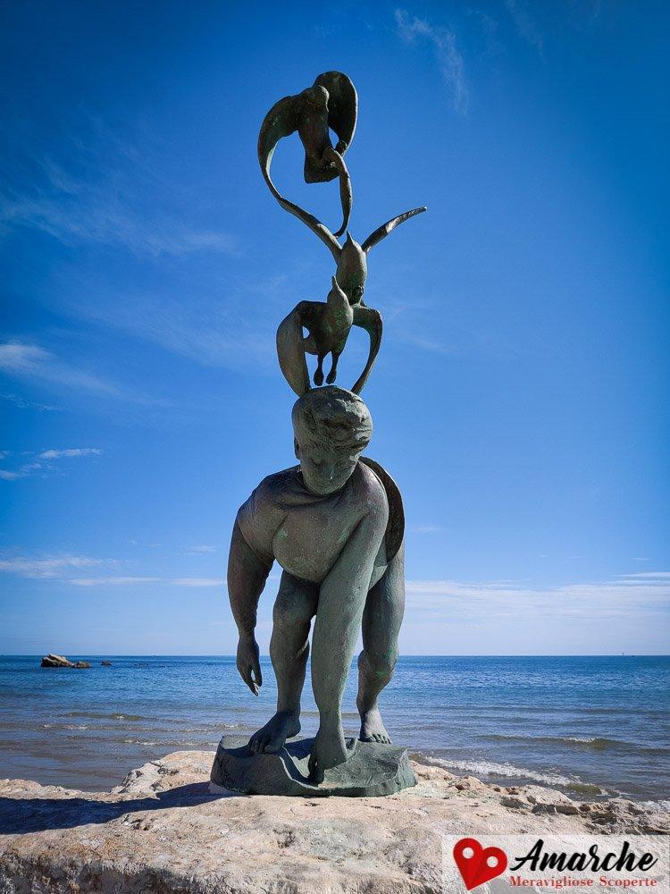 """la scultura """"Ragazzo con Gabbiani"""" di Pericle Fazzini"""